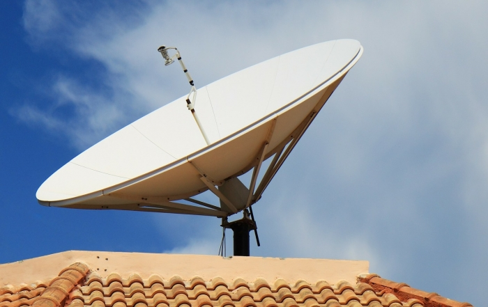 orientar la antena parabólica